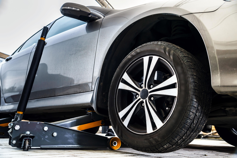 Kiedy warto wymieniać opony samochodowe?