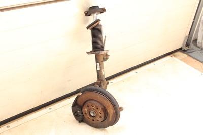 metalowa Zwrotnica z amortyzatorem i zaciskiem lewy przednim do VW Golfa V