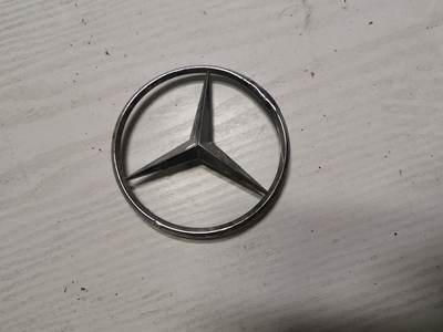 oryginakny Emblemat  znaczek gwiazda Mercedes 124 na klapę
