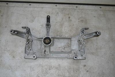 Srebrna kołyska przednia do VW Golf VI 1.4 TSI