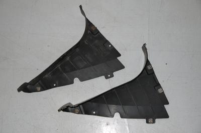 Czarny trójkąt nadkola prawego przedniego do BMW 3 E90 8040102
