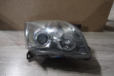 Czarna lampa prawa przednia do Toyoty Avensis T25