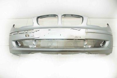 Używany oryginalny plastikowy  srebrny zderzak przedni do BMW 1 E87