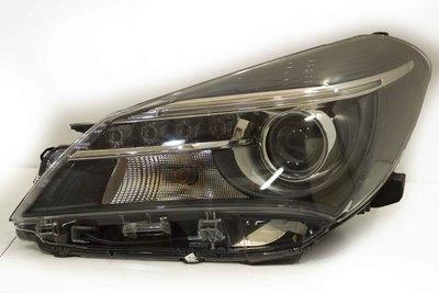 plastikowa lampa prawa przednia do toyoty yaris III hybryda 0D1600D161