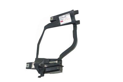 czarny plastikowy ślizg lampy prawej przedniej do BMW 5 E60 E61 lift z numerem części Hella : 158.738-00