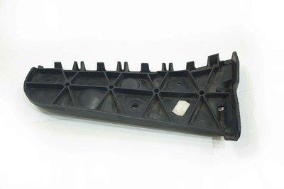 Czarny plastikowy ślizg prawy tylny do Audi A4 B6 Avant z numerem części : 8E0807454