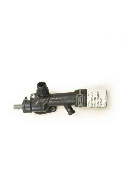 Czarny plastikowy króciec wody do Audi A4 B8 Q5 2.0 TDI z numerem części : 03L121132AC