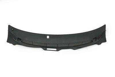Czarne plastikowe podszybie plastikowe do Volvo V70 z numerem części : 9190000