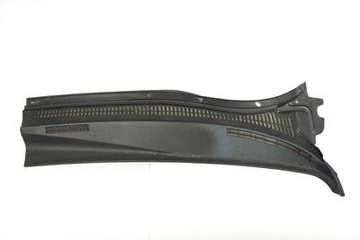 Czarne plastikowe podszybie osłona lewa do Toyota Avensis T25 z numerem części : 55781-05050