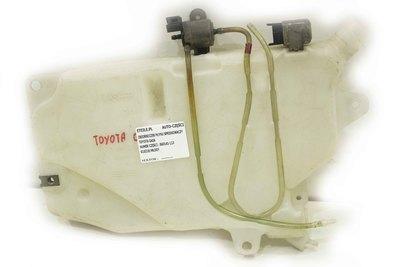 Biały oryginalny używany zbiorniczek spryskiwaczy do Toyota Gaia z numerem części : 860141-113