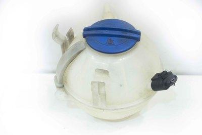 Biały plastikowy zbiorniczek płynu chłodniczego do VW Touran I Seata Leona I z numerem części : 1K0121407A
