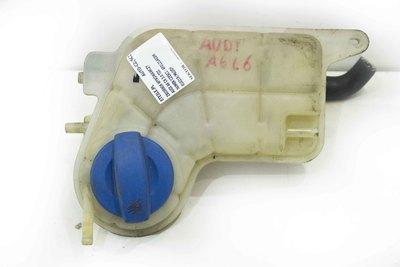 Biały plastikowy zbiorniczek płynu chłodzącego do Audi A6 C6 z numerem części : 4F0121403M