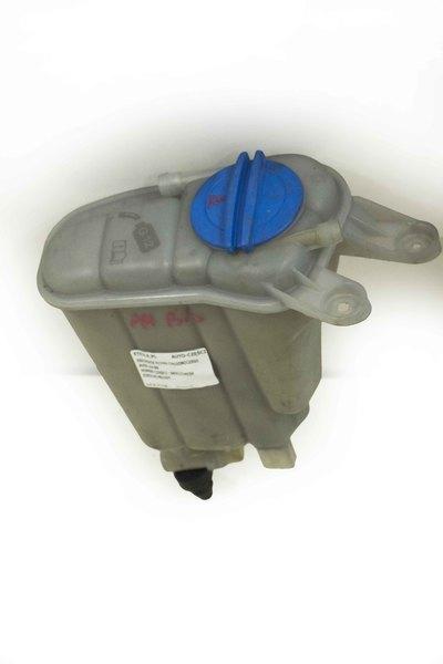 Plastikowy zbiorniczek  wyrównawczy wody do Audi A4 B8 Q5 z numerem części : 8K0121403H