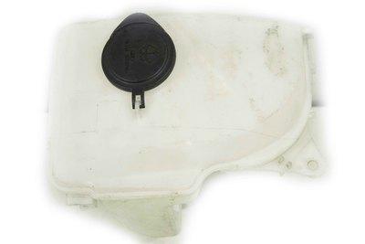 Biały plastikowy zbiorniczek do spryskiwaczy do Toyota Corolla E11 z numerem części : 060451-618