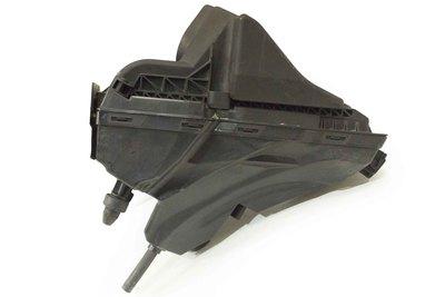 Czarna plastikowa obudowa filtra powietrza do Audi A4 B8 Q5 z numerem części : 8K0133843BF