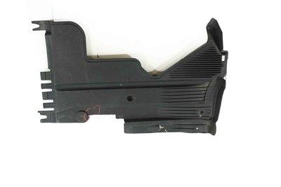 Czarna plastikowa osłona podwozia prawa do Audi A4 B8 z numerem części : 8K0825216F
