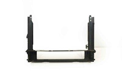Czarna plastikowa podstawa obudowa ramka chłodnicy do BMW 5 E60 E61 z numerem części : 7787443