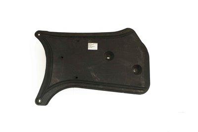 Czarna plastikowa osłona podwozia do Audi A4 B8 z numerem części  :8K0825219