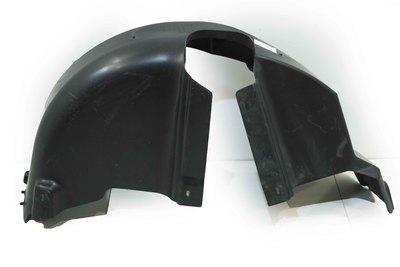 Czarne plastikowe nadkole prawe tylne do Skody Rapid z numerem części : 5JJ810972B