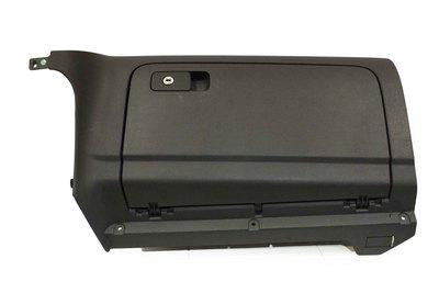 Czarny plastikowy schowek pasażera do VW Golf VI z numerem części : 1K1857097CA