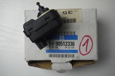 Czarna plastikowa regulacja śwaiteł do Opla Vectry B z numerem części : 90512336