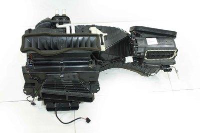 Czarna plastikowa nagrzewnica do Audi A4 B8 Q5 z numerem części : 8K1820005BC