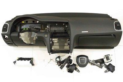 Czarna deska rozdzielcza do Audi Q7 4L1858041