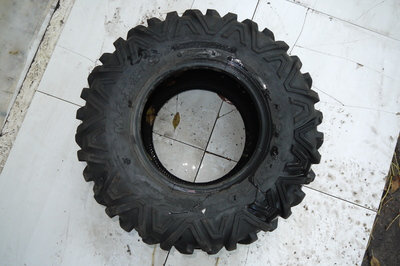 CZarna opona do quada MAxxis 27x11.00R12
